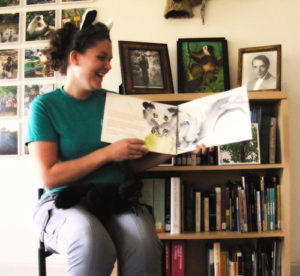 Lemur Programs: Ako Storytime